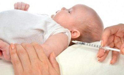 укол в левое плечо ребенку